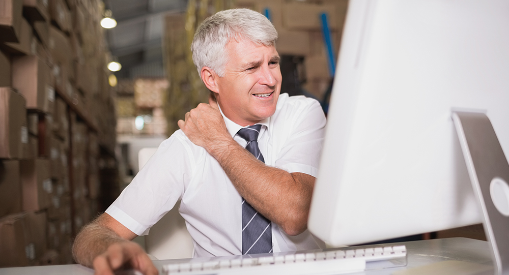 Warehouse manager with shoulder pain using computer